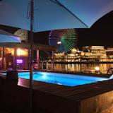 横浜港ボートパークのクラブハウス内の海上カフェ